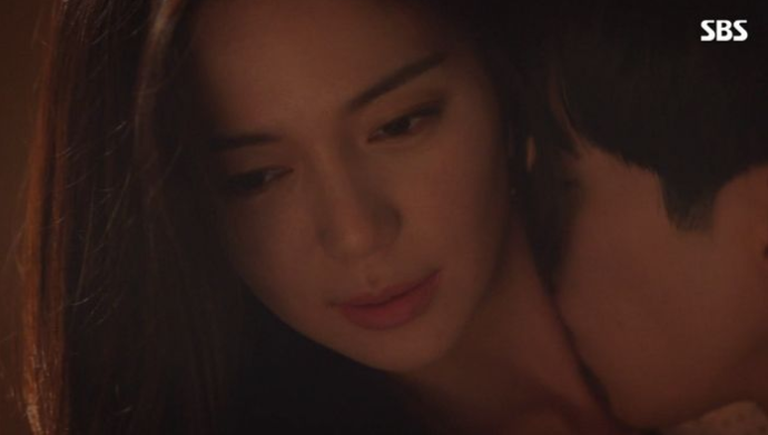 Drama [The Last Empress] Showed a 19+ Scene on Its First